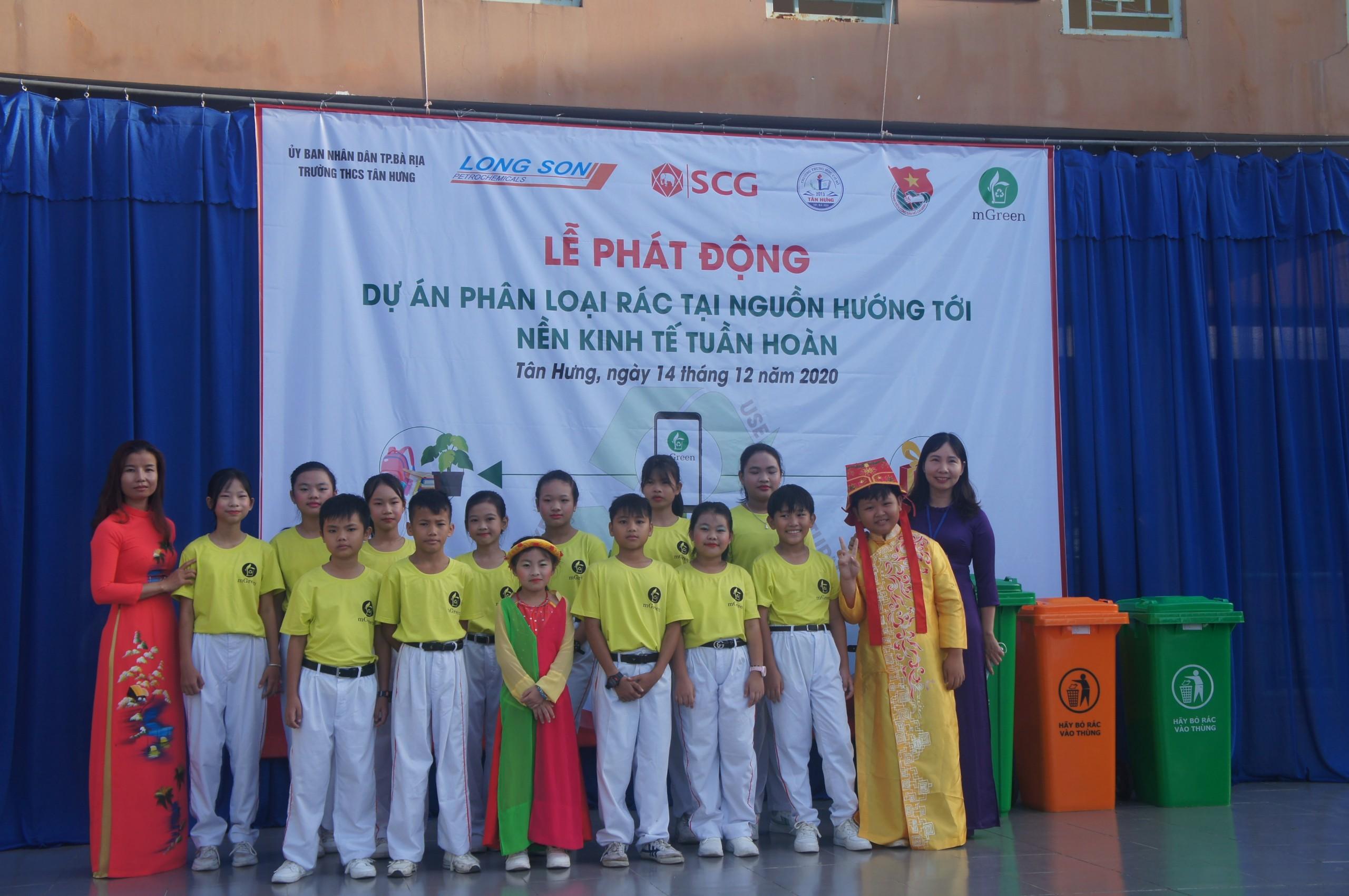 Cô trò Trường THCS Tân Hưng, Tp. Bà Rịa hưởng ứng Dự án Phân loại rác tại nguồn hướng tới nền kinh tế tuần hoàn